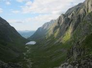 Ser ned til Øvredalen i Gloppen kommune