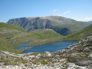 Fjellvann i Vetledalen med Skjorta i bakgrunnen